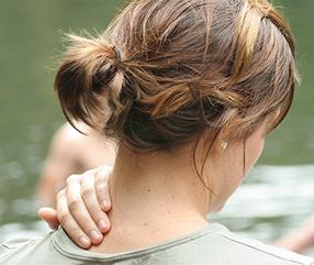 sore neck - πόνος αυχένα
